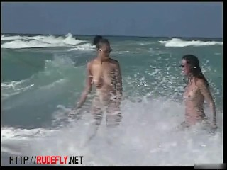 Hot beach amateur gets her tits bouncing on spy cam