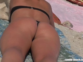 Awesome beach voyeur vid with a hot brunette